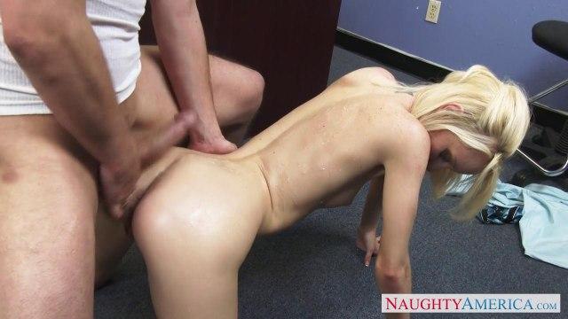 Учитель на работе трахает без преза худенькую студентку со светлыми волосами #9