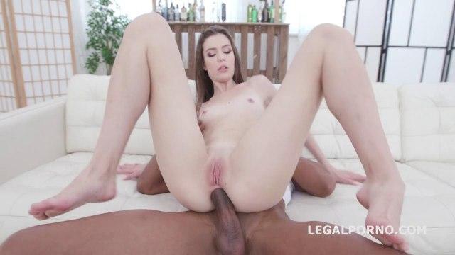 Девушка удивляет негра и принимает до яиц его крупный хрен в анусе #5