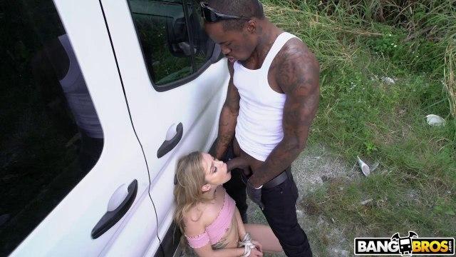 Черный бандит в машине садит белую попутчицу писюшкой на хрен #3
