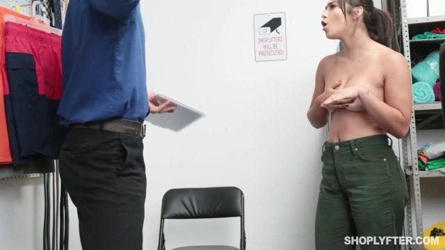 Охранник наказывает покупательницу за кражу жесткой еблей раком на столе #4