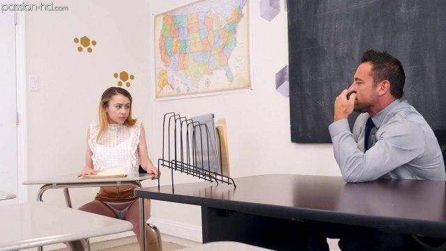 Учитель полирует на столе членом пилотку рыжей студентки и кончает на нее #2