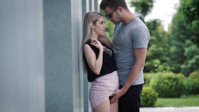Блонди на кресле отсасывает горлом волосатый хуй симпатичного соседа #1