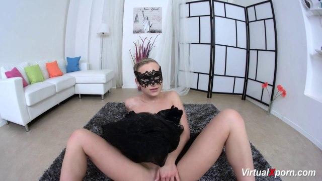 Балерина в черном платье раздвигает ножки в шпагат и светит писечкой #6