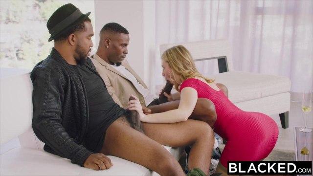 Черные ребята показали огромные толстые фаллосы одинокой блонде #3