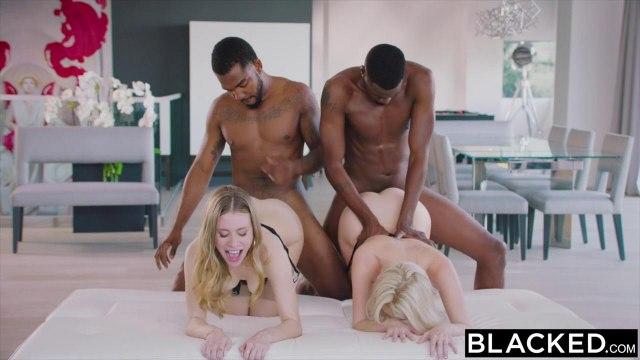 Черные ребята показали огромные толстые фаллосы одинокой блонде #9