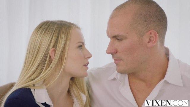 Блондинка приехала к директору домой, чтобы соснуть до спермы его бритую дубину #2
