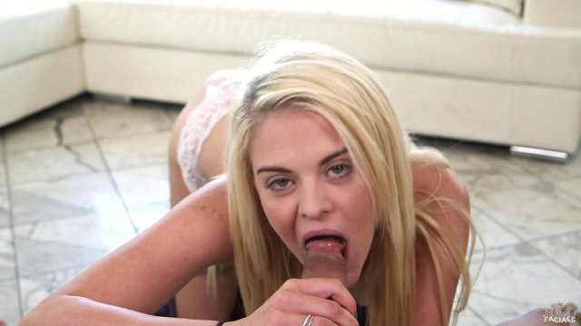Блонда по просьбе соседа перед камерой сует несколько пальцев в писюлю #5