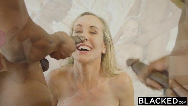 Зрелая блонди пищит и сквиртует на двух черных пенисах баскетболистов #9